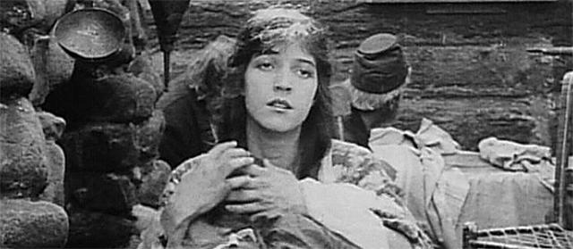 Miriam Cooper dans La naissance d'une nation (1915)