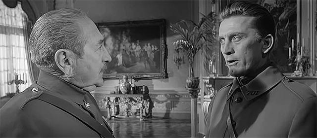 Adolphe Menjou et Kirk Douglas dans Les sentiers de la gloire (1957)