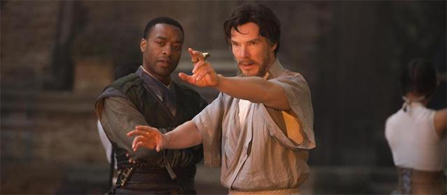 Chiwetel Ejiofor et Benedict Cumberbatch dans Doctor Strange (2016)