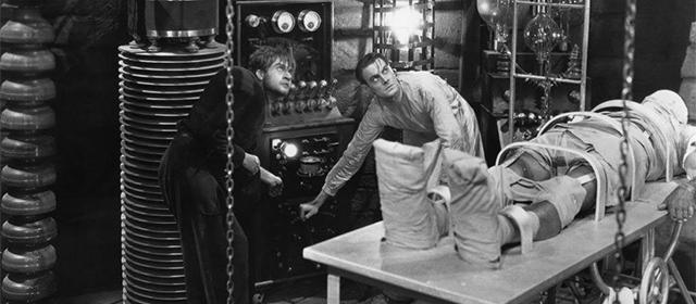 Dwight Frye et Colin Clive dans Frankenstein (1931)