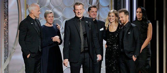 L'équipe de 3 Billboards, les panneaux de la vengeance, aux Golden Globes 2018 (© Paul Drinkwater/NBC)