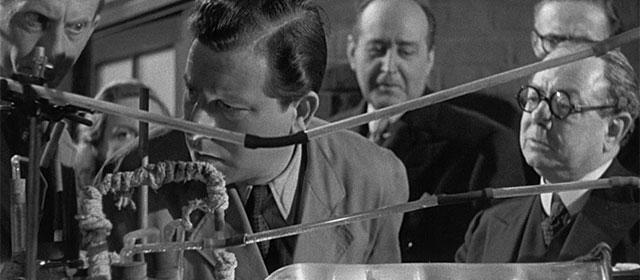 L'Homme au complet blanc (1951)