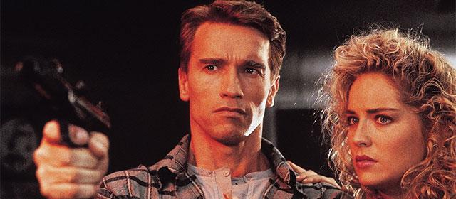 Arnold Schwarzenegger et Sharon Stone dans Total Recall (1990)