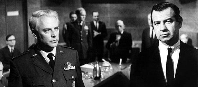 Dan O'Herlihy et Walter Matthau dans Point Limite (1964)