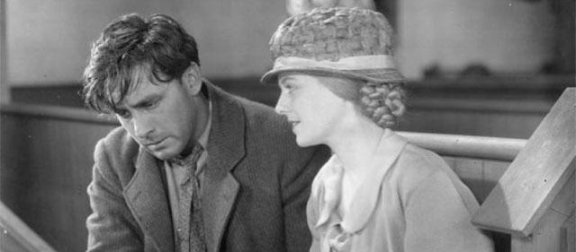 George O'Brien et Janet Gaynor dans L'Aurore (1927)
