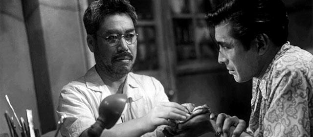 Takashi Shimura et Toshiro Mifune dans L'Ange ivre (1948)