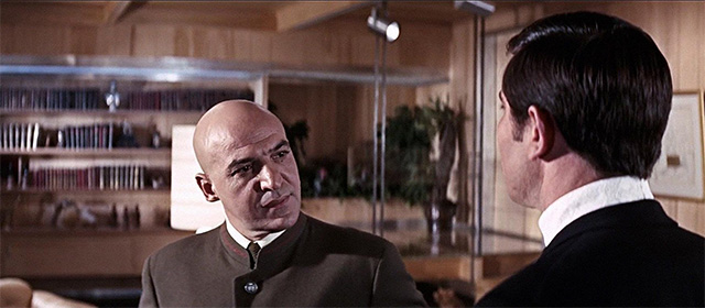Telly Savalas et George Lazenby dans Au service secret de Sa Majesté (1969)