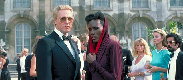 Christopher Walken et Grace Jones dans Dangereusement Vôtre (1985)