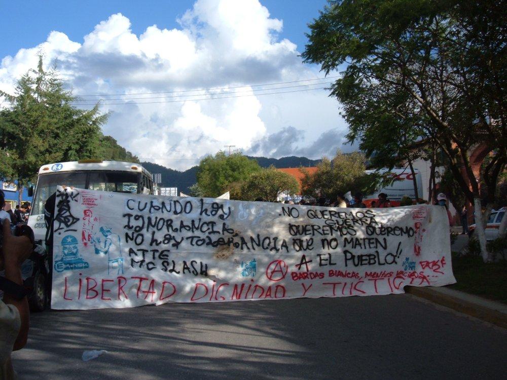 Marchan jóvenes graffiteros por San Cristóbal de Las Casas (3/5)
