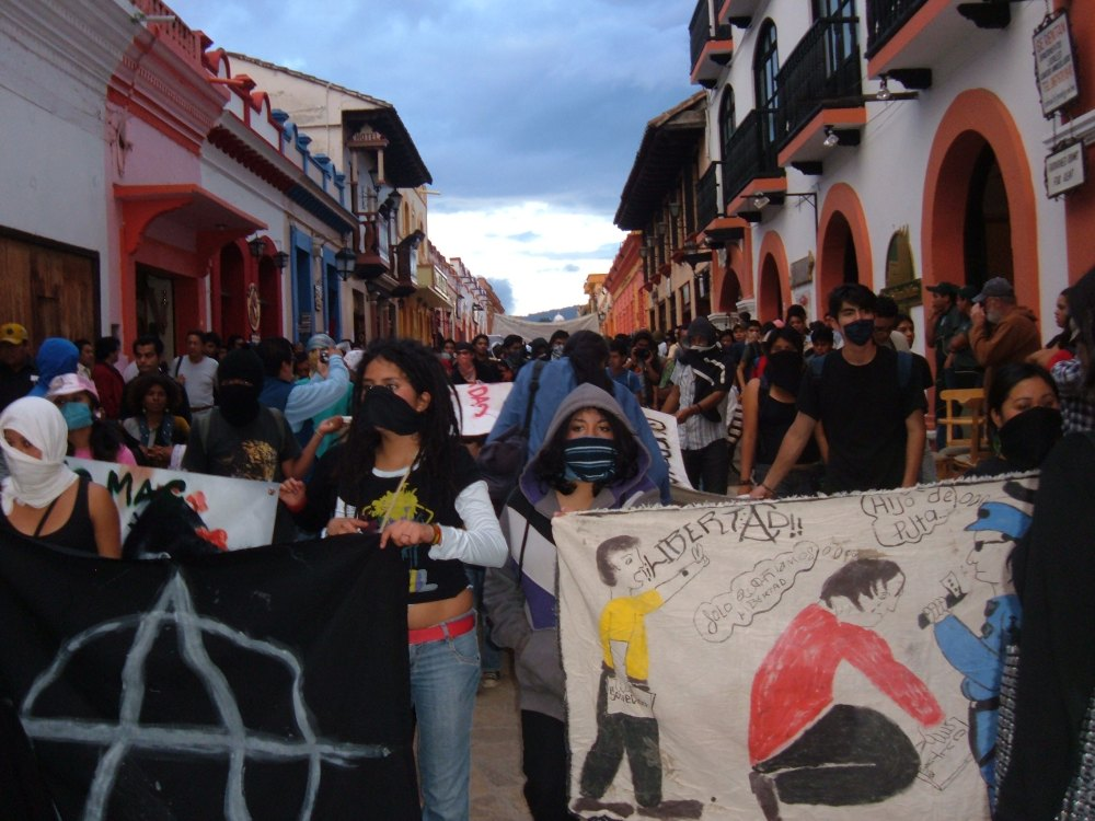 Marchan jóvenes graffiteros por San Cristóbal de Las Casas (1/5)