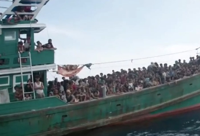 US Military Planes Search for Boat People in SE Asia