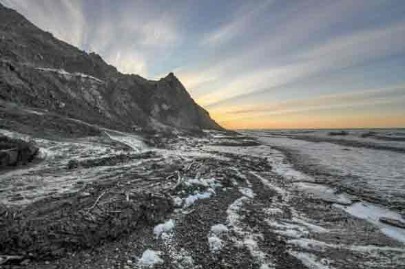 When the Arctic Coast Retreats, Life in the Shallow Water Areas Drastically Changes