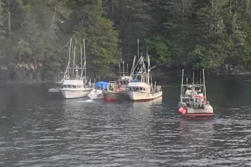 Coast Guard, Sitka Fire Rescue, good Samaritans rescue 6 near Long Island in Sitka Sound