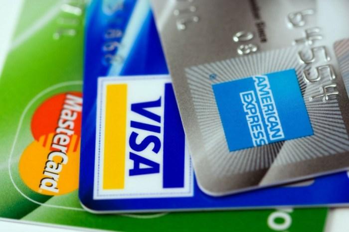 US Credit Card Debt Nears $1 Trillion