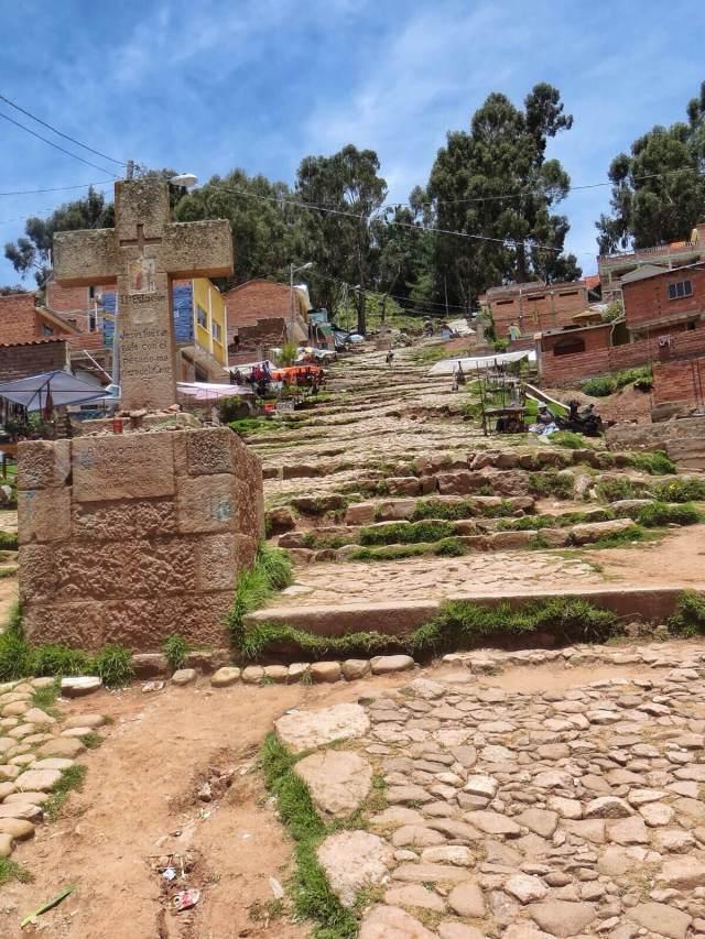 Tie Cerro Calvariolle on jyrkkä kuin mikä, eikä liki 4000 metrin korkeus merenpinnasta yhtään helpota kiipeämistä.