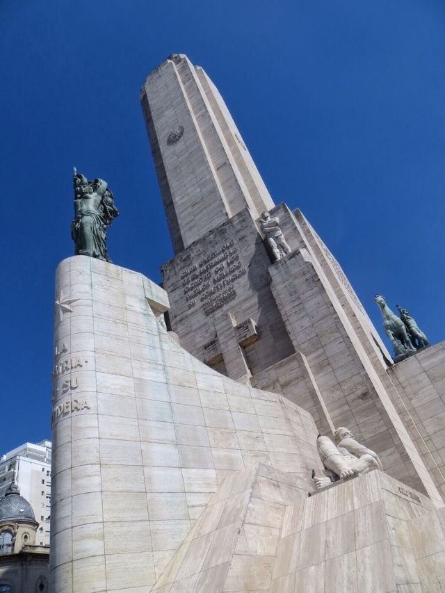 70-metrinen Monumento Nacional a la Bandera.