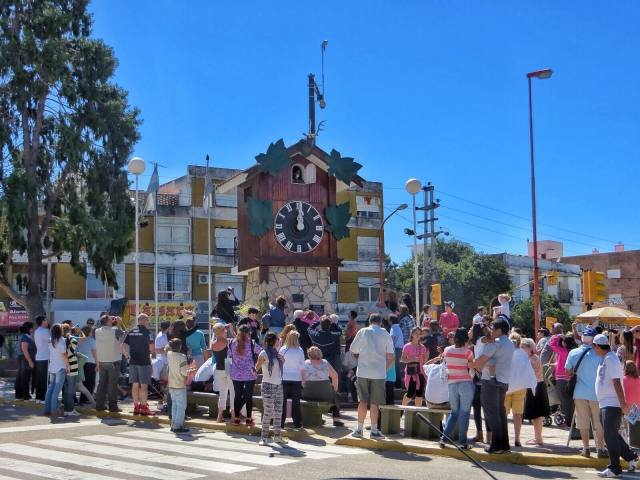 Viereisen kaupungin, Villa Carlos Pazin suurimpia nähtävyyksiä oli iso käkikello. Tasatunnein turistit kerääntyivät ihastelemaan käkeä, joka ei edes kukkunut, vaan soitti kelloa.