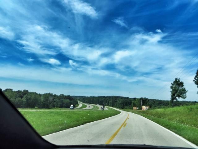 Aina välillä kuuskutonen palasi kulkemaan isomman highwayn viereen. Enimmäkseen saimme ajella yksinämme.