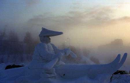 Bidarka snow sculpture