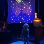 Con su pantalon de estrella vino a ve Un trocito de Luna