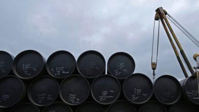 صورة أسعار النفط تتأرجح بين مد إيران وجزر كورونا