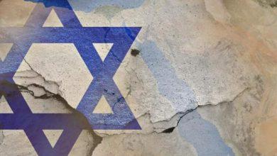 صورة أذلاء رضخوا للتطبيع مع الصهيانة..