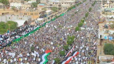 صورة اليمنيون …رغم عدوان التحالف قلوبهم مع فلسطين