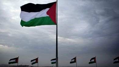 صورة مفتي سوريا يعايد الراهب الفلسطيني الثائر أنطون حنانيا