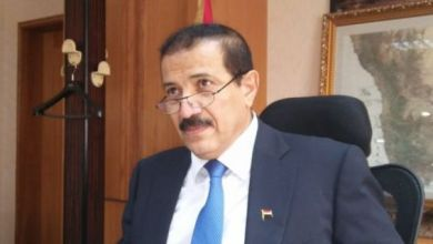 صورة وزير الخارجية اليمني مهدداً الإمارت: حمم النار ستصلكم قريبا إن لم تتركوا أراضينا وجزرنا