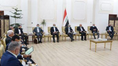 صورة كواليس لقاء ظريف بالقيادات الشيعية في العراق: إشادة بالسعودية وبشرى بتسوية إقليمية