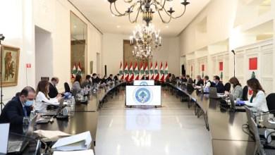 صورة موجهات قائد الثورة التنمويه على طاولة الحكومة