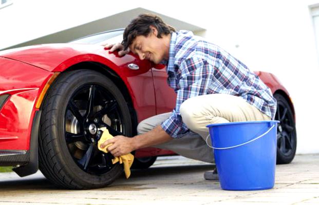 Cara mencuci bagian luar mobil