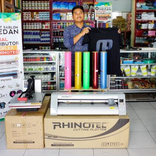 Pembeli paket usaha sablon kaos digital