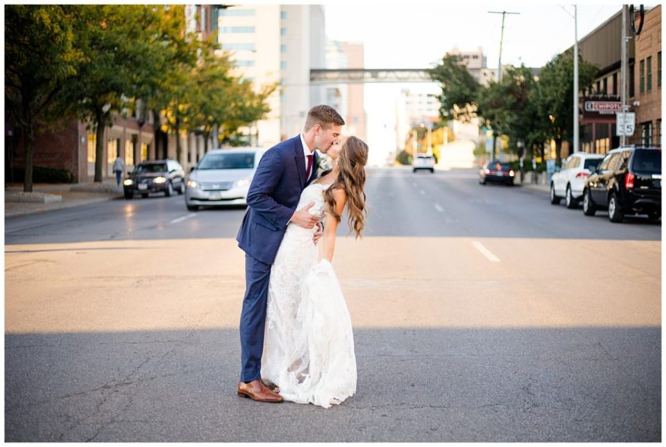 bride and groom kissing on high st in downtown columbus