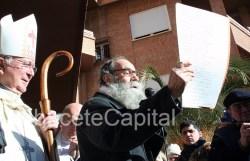 Valeriano Belmonte dedicando unas palabras a San Antón instantes antes de iniciarse la procesión