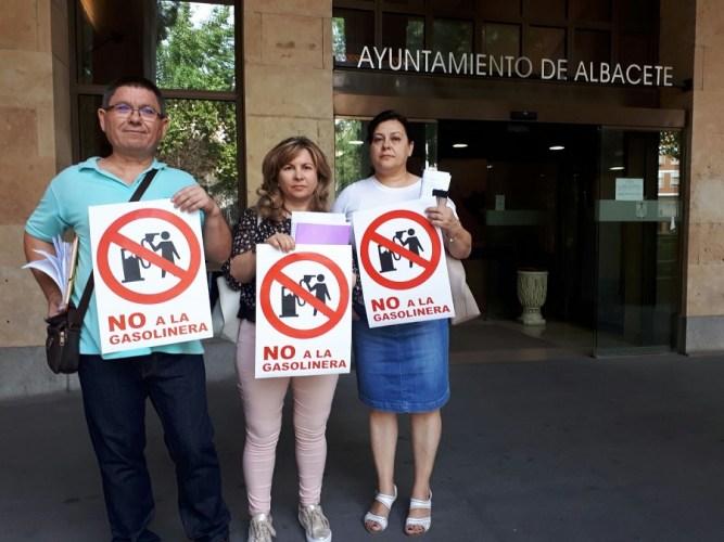 Presentan 900 firmas para paralizar la construcción de una gasolinera en la capital