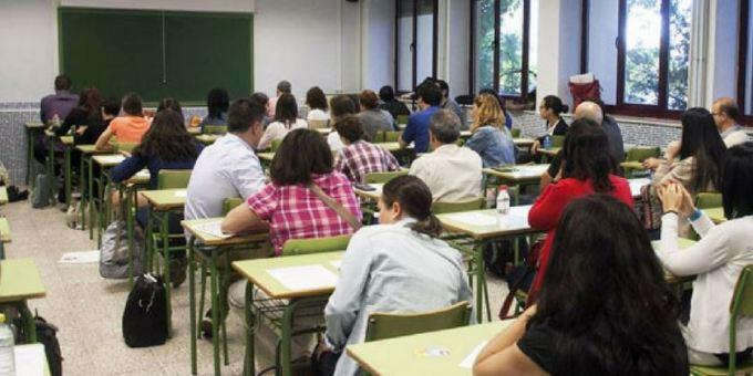 Cerca de un millar de personas acuden a la primera prueba de auxiliar administrativo de la Junta en Albacete