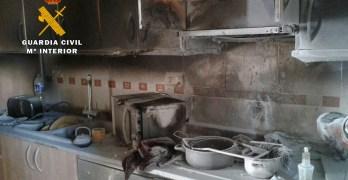 La Guardia Civil extingue el fuego de una vivienda de Fuente Álamo