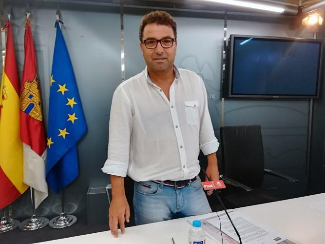 """Belinchón niega las injerencias de las que le acusan funcionarios municipales y advierte: """"el secretario tendrá noticias nuestras"""""""