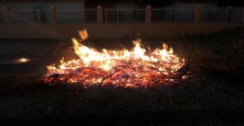 San Pedro mantiene viva la tradición de las luminarias de Santa Lucía