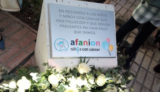 Una placa en Albacete recuerda a los niños fallecidos por cáncer