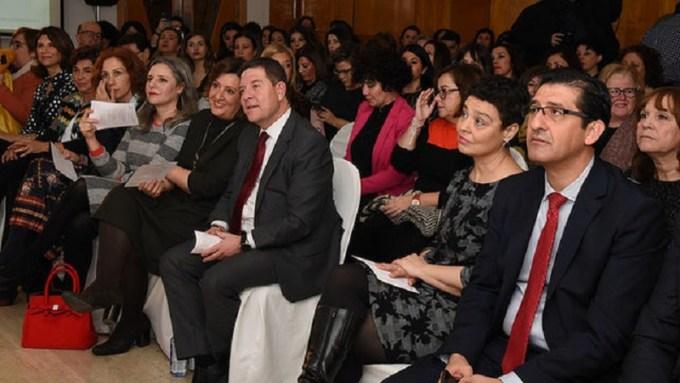 García-Page promete una estrategia por el empleo femenino para reducir la brecha salarial