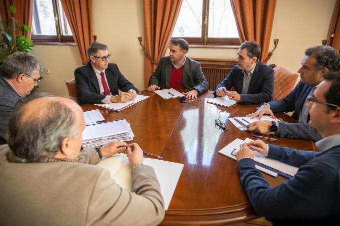 Delegación del Gobierno y Confederación del Segura se comprometen a resolver los expedientes de regantes de Hellín en el menor tiempo posible