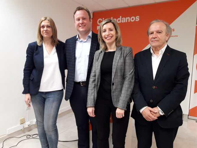 """Casañ se presenta como el candidato """"renovador"""" abierto a pactos """"sin líneas rojas"""""""