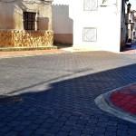 Cabañero comprueba en Hoya Gonzalo los resultados de las obras acometidas en la Calle Herreros de la localidad