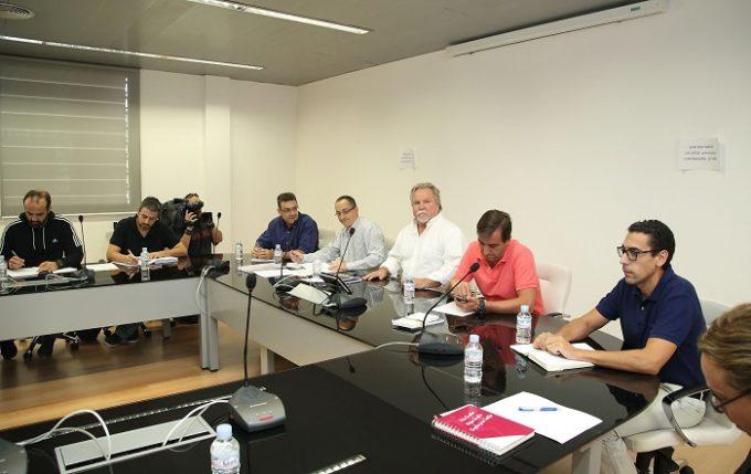 El director general de Función Pública, José Narváez, preside la reunión de la Mesa General de Negociación de los Empleados Públicos celebrada hoy en la Escuela de Administración Regional. (Foto: Álvaro Ruiz // JCCM)