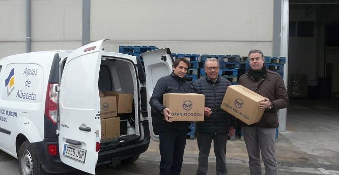 Foto.Campaña de recogida de Aguas de Albacete para el Banco de Alimentos.19-1-16