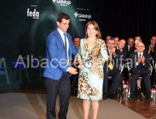 Maria Dolores Ródenas recibe el premio a la Trayectoria Empresarial.