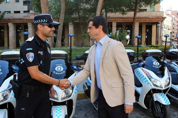 Foto.Presentación 16 nuevas motocicletas Policía Local de Albacete.22-7-16 (3)