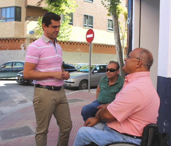 Foto.Visita Calle Arquitecto Fernández.Plan Albacete Accesible.26-8-16 (3)